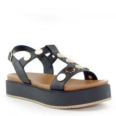 Sandales INUOVO 7282 noir , 100%cuir, épaisse semelleavec plateau enrobé de cuir noir de 4 cm.Large bande de cuir sur le devant du pied recouvertes de pastilles dorés jusqu'à a cheville