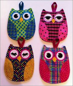 Owl Pot Holders no pattern Potholder Patterns, Owl Patterns, Dac Diy, Fabric Crafts, Sewing Crafts, Craft Projects, Sewing Projects, Crafts To Make, Arts And Crafts