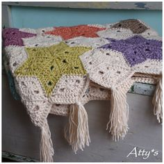 Crochet Afghan Patterns Atty's Star Blanket, free pattern with very detailed step-by-step photo tutorial for the diamond motif Diy Tricot Crochet, Crochet Afgans, Crochet Quilt, Crochet Blanket Patterns, Crochet Motif, Crochet Crafts, Crochet Projects, Knitting Patterns, Crochet Blankets