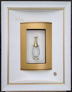 """Parfum """"J'adore"""" encadré par Odile ESCALLE Double passe partout convexe concave sur double biseau anglais. 3d Paper Art, Paper Collage Art, Picture Wall, Picture Frames, Mirror Art, Frame It, Felt Art, Shadow Box, Candle Sconces"""