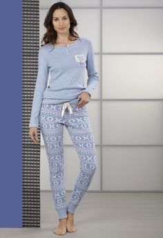 Pijama inverno mujer by Massana. Pantalón legging con puño Cute Sleepwear, Cotton Sleepwear, Satin Pajamas, Cute Pijamas, Pijamas Women, Pajama Party Outfit, Pajama Outfits, Lounge Outfit, Lounge Wear