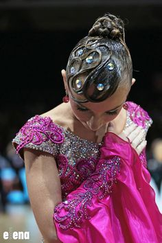 Hair style for performance