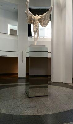 Projet:Exposition David Altmejd 2015   Client : Musée d'art contemporain de Montréal   Mandat : Fabrication et installation de socles miroirs et ciment pour soutenir les œuvres de l'artiste