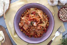 Lagane e ceci sono una ricetta tradizionale, in particolare di Campania e Basilicata: pasta fresca tipo tagliatelle condita con ceci