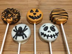 10 individually wrapped oreo pops per order. Each order contains 2 of each design shown. These are Halloween oreos with an orange cream center. ALSO AVAILABLE: golden oreos and classic oreos - just messa Halloween Desserts, Plat Halloween, Dulces Halloween, Postres Halloween, Halloween Oreos, Cute Halloween Treats, Easy Christmas Treats, Halloween Chocolate, Halloween Food For Party
