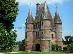 Château de Carrouges - Gatehouse - Orne, Normandie
