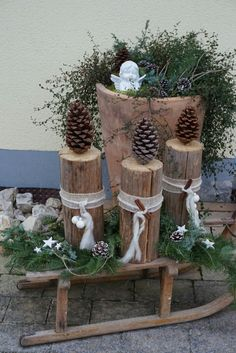 29 The Best Christmas Garden Decorations You Need To Try This Year - Dekoration Style Centerpiece Christmas, Christmas Garden Decorations, Diy Garden Decor, Table Decorations, Garden Ideas, Home Decoration, Garden Crafts, Outdoor Christmas, Rustic Christmas