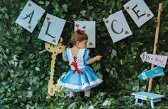 First Birthday Party Themes, Tea Party Theme, Baby Girl First Birthday, Alice In Wonderland Tea Party Birthday, Alice In Wonderland Cakes, Princesa Alice, Birthday Girl Pictures, Mad Hatter Party, First Birthdays