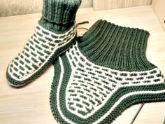 Baby Hats Knitting, Knitting Socks, Knitted Hats, Crochet Boots, Baby Boots, Yeezy, Adidas Sneakers, Slippers, Couture