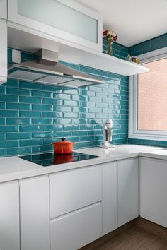 Colors of my new kitchen. Also like the uppers. Rustic Kitchen Decor, Kitchen Redo, Kitchen Layout, New Kitchen, Kitchen Remodel, Tiffany Blue Kitchen, Turquoise Kitchen, Dining Room Design, Interior Design Kitchen