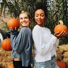 Brandy has such IGable pics but I can't help it. Best Friend Pictures, Bff Pictures, Bff Pics, Friend Pics, Cute Fall Pictures, Pumpkin Patch Pictures, Pumpkin Patch Outfit, Autumn Aesthetic, Fall Photos