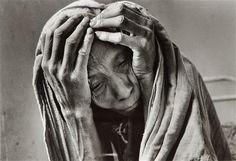 세바스티앙 살가도 브라질의 사회적 다큐멘터리 사진 작가와 사진 작가입니다. 그는 자신의 30 대 사진을 찍는 시작했다. 세바스티앙 살가도 장기, 자동 할당 된 프로젝트에서 작동합니다. 그는 사람과 장소의 이야기를 문서화 한 번에 세 바친. 그의 작품의 대부분은 책 기타 미주, 사헬, 노동자, 마이그레이션 및 창으로 출판되었다. 그의 가장 유명한 사진 세라 Pelada라는 브라질 금광의이다.