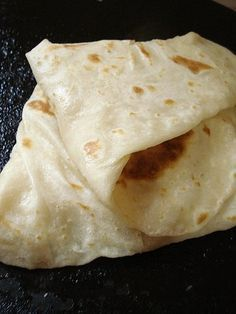 Farata, the Mauritian derivative of paratha, is a kind of layered pan fried flat bread. It is part of our rich cultural heritage and is now deeply rooted in Mauritian cuisine along with its counter… Roti Recipe Indian, Indian Bread Recipes, Chapati Recipes, Guyanese Recipes, Turkish Recipes, Indonesian Recipes, Pan Fried Bread, Roti Bread, Indian Flat Bread