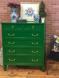 Furniture Design Ideas featuring Patina Green, Lime Green and Emerald Milk Paint and Bayberry Green and Nantucket Green Chalk Style Paint. Green Painted Furniture, Painted Chairs, Paint Furniture, Furniture Projects, Furniture Makeover, Refinished Furniture, Furniture Refinishing, Furniture Repair, Upcycled Furniture