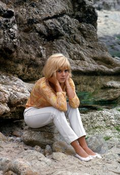 Sylvie VartanSylvie Vartan (born 15 August 1944) is a Bulgarian-French singer and actress.