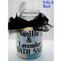 Vanilla & Lavender Bath Salts ~ perfect gift idea for Christmas ~ #gifts #bathsalts