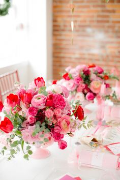 Pink and red flowers! So pretty! – Valentine's Day Valentines Day Weddings, Valentines Day Party, Valentines Day Decorations, Wedding Decorations, Red Flowers, Beautiful Flowers, Beautiful Pictures, Wedding Table, Wedding Day