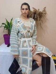Crochet Coat, Hand Crochet, Long Cardigan Coat, Yarn Sizes, Long Jackets, Crochet Fashion, Knitting Designs, Bohemian Style, Women Wear
