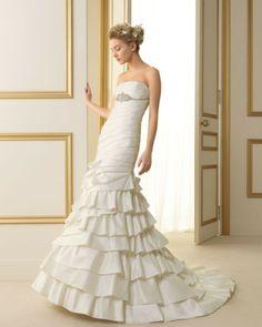 124 TARREGA / Wedding Dresses / 2013 Collection / Luna Novias