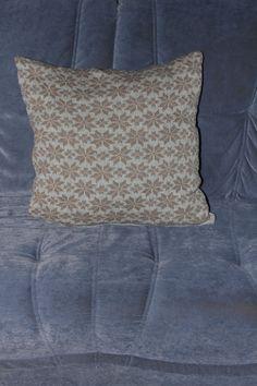 Pude med stjerner 45 x 45 cm Fremstillet i ren uld Pris incl forsendelse 250 kr