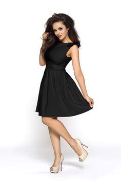 """Veľmi dievčensky pôsobiace šaty s lodičkovým výstrihom, sadnú ako.... veď vieš čo:-) Inak sa to ani nedá zdôrazniť. Sadnú naozaj každej postave, jemne zvýraznia celý driek, pričom decentný lodičkový výstrih im dodá elegantný jemne noblesný rozmer. Audrey Hepburn by sa im tiež potešila, je to presne jej štýl. :-) S istotou ich môžeš obliecť ako """"Malé čierne"""". Ramená zdobia krásne štýlové mašličky v rovnakej farbe. Jemne skladaná sukňa v páse dáva šatám romantický dievčenský nádych…"""