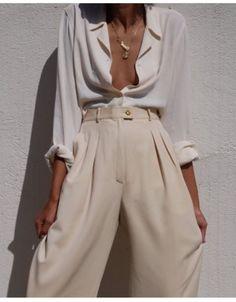 All White – Weite Stoffhose und oversized Bluse