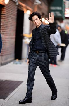 Cole sprouse's net worth - cole sprouse riverdale and suite life salary Sprouse Cole, Cole Sprouse Shirtless, Sprouse Bros, Cole Sprouse Funny, Cole Sprouse Jughead, Dylan Sprouse, Cole Sprouse Friends, Cole Sprouse Haircut, Dylan Et Cole