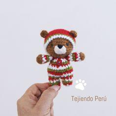 Oso bebé en pijamas esperando Navidad! Está tejido a crochet (amigurumi). Vídeo tutorial del paso a paso!