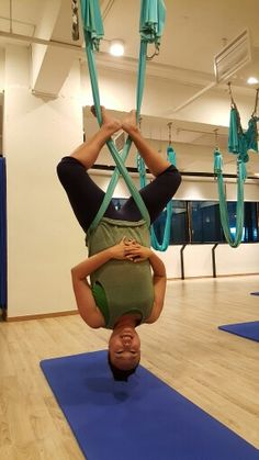 Twisted Sister in aerialyoga