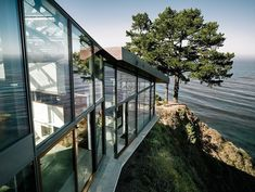 37 Pieces of Cliffside Architecture - From Deluxe Cliffside Villas to Cubic Mountain Shacks (TOPLIST)