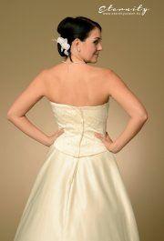Lili használt esküvői ruha