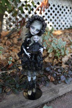 Custom Monster High Dolls, Monster High Repaint, Custom Dolls, Ooak Dolls, Art Dolls, Scary Circus, Ever After Dolls, Creepy Dolls, Creepy Art