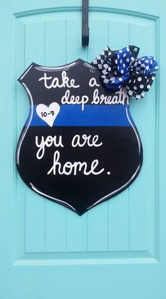 Your place to buy and sell all things handmade – Door hanger Police Sign, Police Officer Gifts, Police Quotes, Police Crafts, Wood Crafts, Diy Crafts, Custom Wood Doors, Wood Wreath, Thin Blue Line Flag