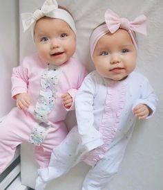 Resultado de imagem para taytum and oakley Cute Baby Twins, Twin Baby Girls, Twin Babies, Tatum And Oakley, Book Bebe, Cute Pajamas, Cute Baby Pictures, Baby Kind, Trendy Baby