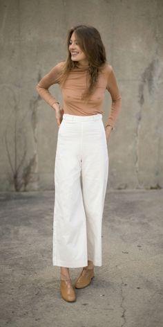 camel silk tank, white pants, leopard flats
