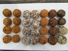 4 recepty na raw kuličky Healthy Treats, Muffin, Household, Vegan, Cookies, Breakfast, Ethnic Recipes, Fitness, Balls