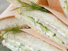 Sandwich mit Räucherfisch, Dill und Gurke - smarter - Kalorien: 305 Kcal - Zeit: 25 Min. | eatsmarter.de