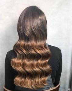 5 Hairstyles That Look Way Better on Dirty Hair - Convenile Sleek Hairstyles, Bride Hairstyles, Down Hairstyles, Wedding Hair And Makeup, Bridal Hair, Hair Makeup, Stylish Hair, Cool Hair Color, Gorgeous Hair
