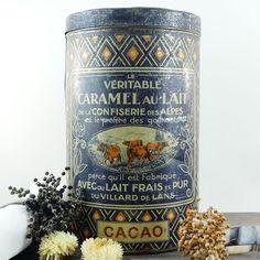 Le chouchou de ma boutique https://www.etsy.com/fr/listing/464617746/boite-en-fer-caramels-ancienne-boite