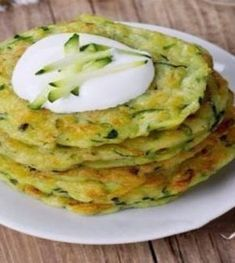 Using the recipe below you can make the most savoury pancake ever. It is my family's number one food this summer! Keto Recipes, Cooking Recipes, Healthy Recipes, Vegetarian Recepies, Buzzfeed Tasty, Dessert For Dinner, Healthy Cooking, Food Videos, Food Porn