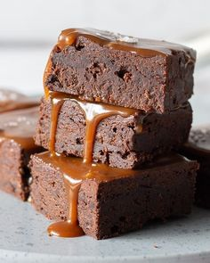 Brownie with caramel and sea salt- Brownie med karamel og havsalt Brownie with caramel and sea salt - Sweet Recipes, Cake Recipes, Snack Recipes, Vegan Desserts, Delicious Desserts, Danish Dessert, Caramel Brownies, Bread Cake, Eat Dessert First