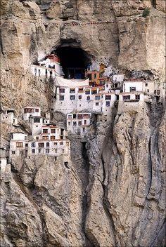 Gompa de Phugtal - a monastery in south-eastern Zanskar, Ladakh in northern India