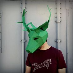 These plans enable you turn any recycled card into a striking 3D Low-Poly JaguarMask. Just print the templates on paper, stick them to card, cut them out, mat