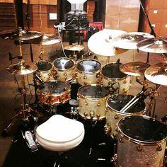 Dig this kit, 3 floors & 1 kick. Drums Studio, Drums Artwork, Diy Drums, Mundo Musical, Drum Room, Drum Music, Drummer Boy, Snare Drum, Guitar Strings