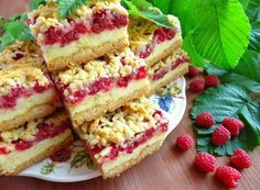 Grated raspberry cake with custard Pudding Desserts, Custard Desserts, Baking Recipes, Cake Recipes, Dessert Recipes, Czech Desserts, Czech Recipes, Small Desserts, Easy Cake Decorating
