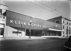 Photo of Klein Motors, Kaiser Frazer dealer in New Orleans. Located on St. Charles Avenue just off Lee Circle.