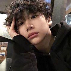 what is ulzzang boys Korean Boys Hot, Korean Boys Ulzzang, Ulzzang Boy, Korean Men, Cute Asian Guys, Pretty Asian, Asian Boys, Cute Guys, Hot Asian Men