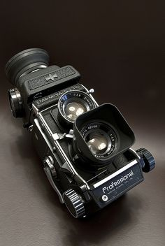 Latest camera from best brands, buy online all types of Cameras. Cameras Nikon, Old Cameras, Shutter Speed Photography, Photography Camera, Photography Tips, Antique Cameras, Vintage Cameras, Latest Camera, Best Digital Camera
