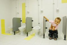 Un Zeste de Citron / Y. Architectes Kids bathroom.. Age and hight adjustment appropriate