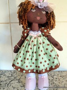 Elaine Artesanatos: BONECA EXPRESSIVA - BONECA BRENDA Fabric Dolls, Rag Dolls, Brenda, African American Dolls, Doll Clothes, Flower Girl Dresses, Diy Projects, Handmade Dolls, Crochet Dolls